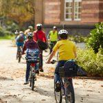 Kinder radeln zur Schule